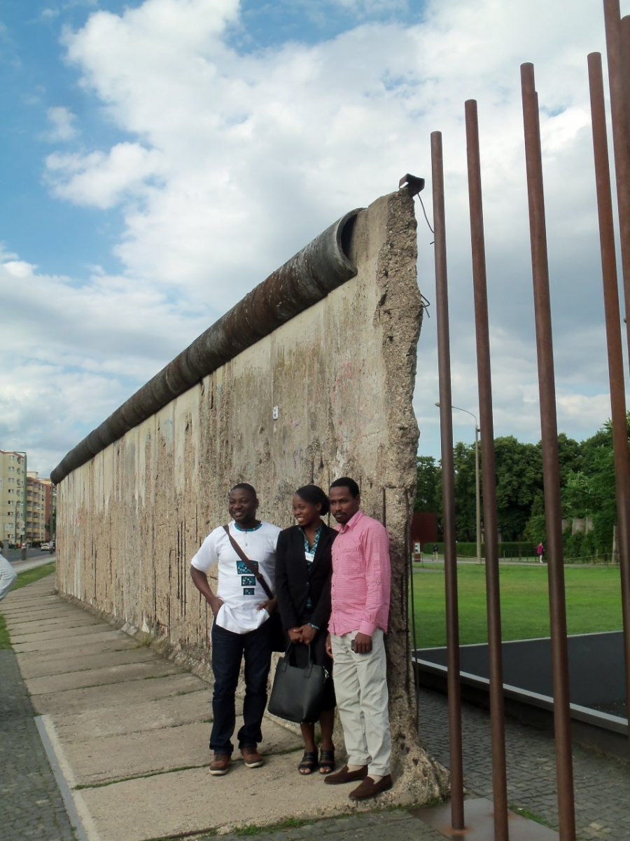 AGGN fellows at the Berlin Wall
