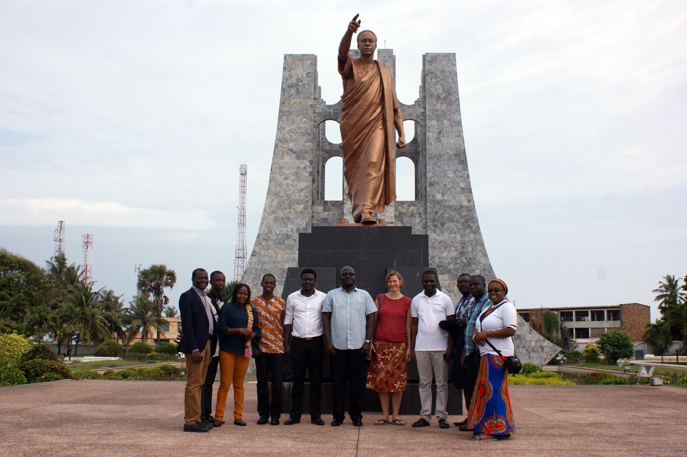 AGGN fellows in front of the Kwame Nkrumah statue in Accra/Ghana