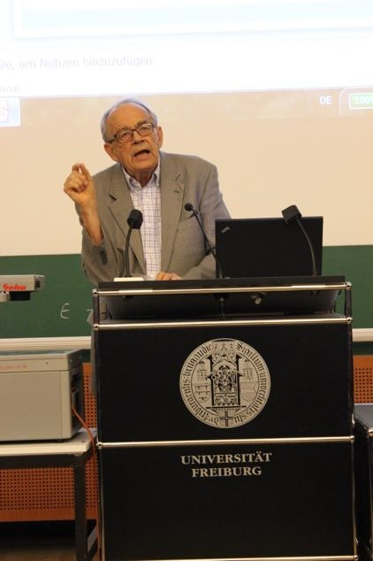 Keynote speaker Prof. Göran Hydén at public evening lecture